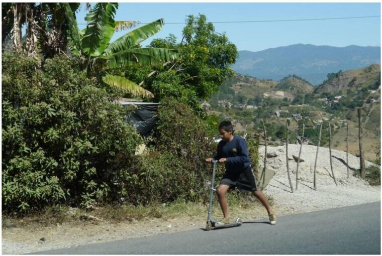 Youngsters on the Carretera Norte near Tegucigalpa Honduras